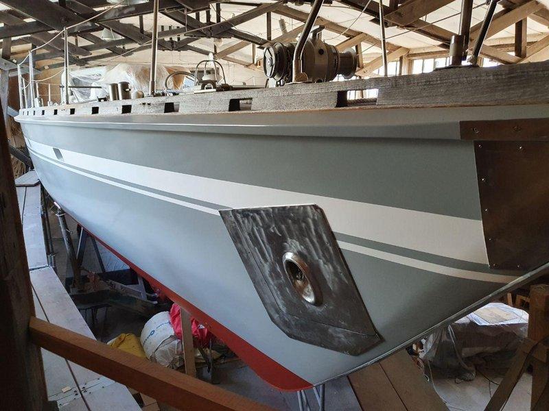 Moby Dick III Überwasserschiff in grau